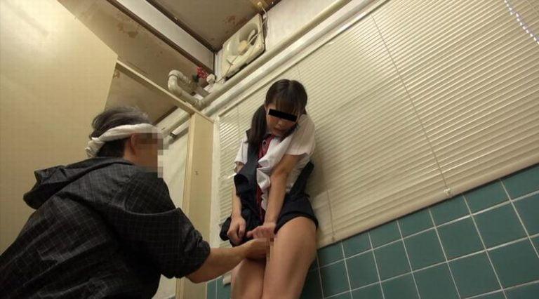 美少女トイレ侵入こじ開けレイプ